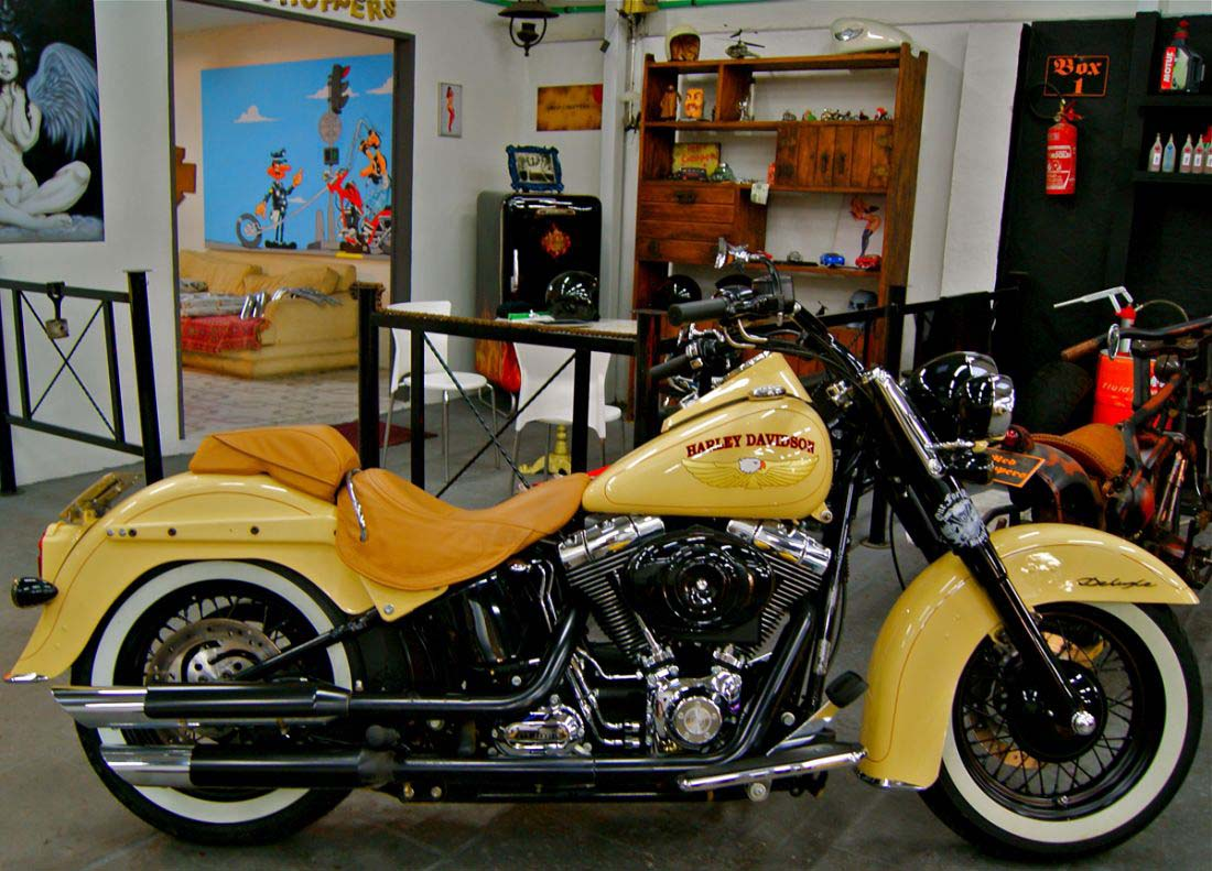 Deluxe Harley Davidson Red Choppers (3)